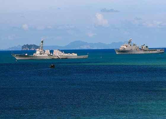 Корабли американского военного флота вблизи острова Пхукет