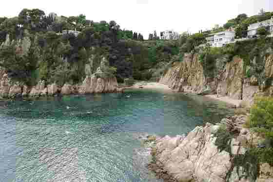 Гористое побережье вблизи города Бланес