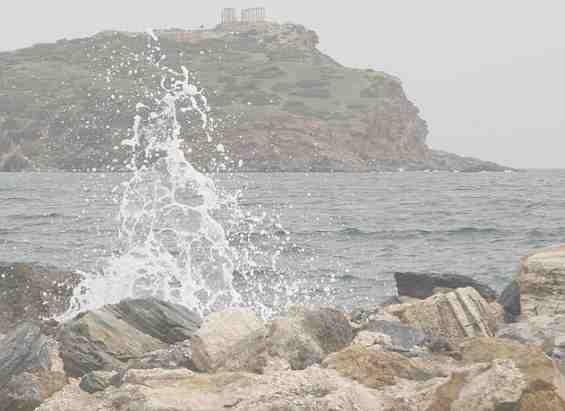 Эгейское море. Руины на скале