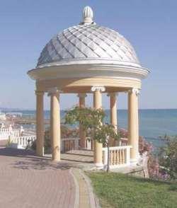 Курорт Сочи. Беседка на черноморское побережье