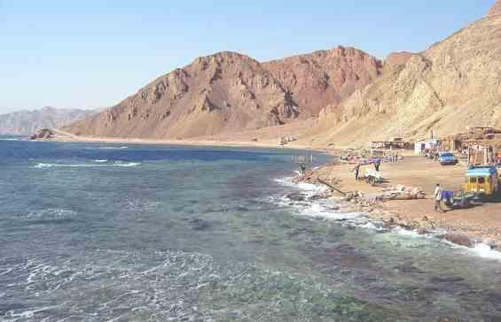 Голубая дыра. Вид с берега Красного моря