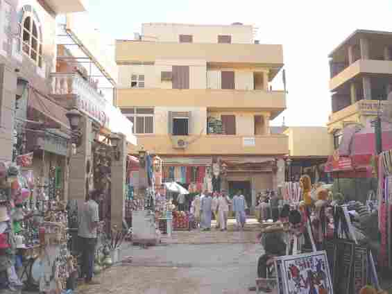 Восточный базар в городе Луксор