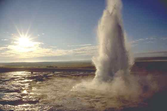Один из многочисленных гейзеров Исландии