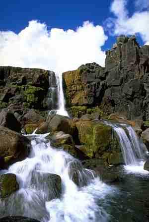 Необычной красоты водопад. Исландия