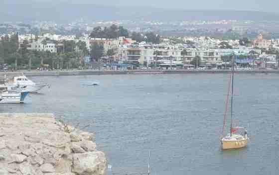 Вид на прекрасную набережную города Пафос