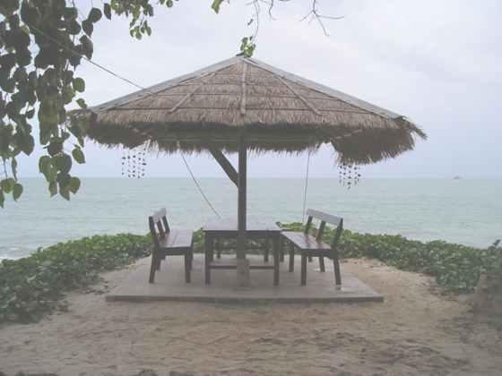 Беседка для отдыха на побережье острова Самет