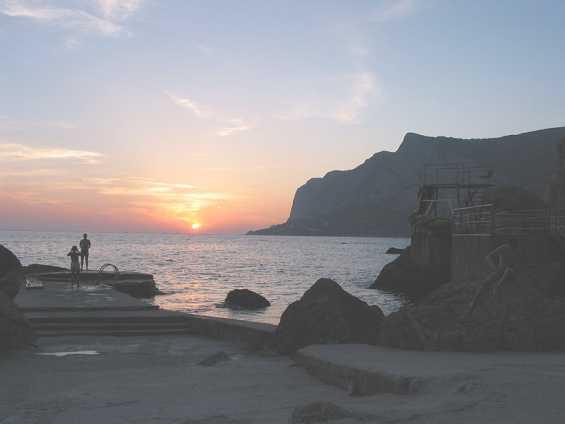 Бухта Ласпи. Закат на Чёрном море в Крыму