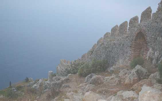 Стена крепости в городе Аланья