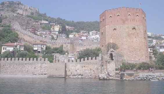 Турция. Красная башня и крепость города Аланья
