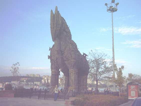 «Троянский конь» из фильма «Троя» в порту Чанаккале
