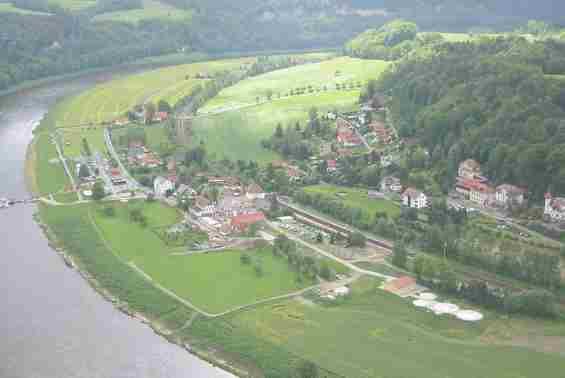 Вид на курорт Ратен с горного массива Бастай