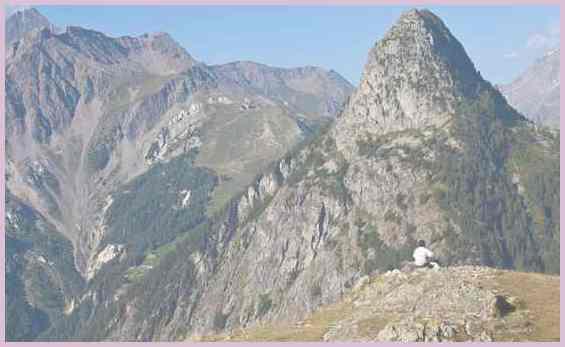 Турист в горах Италии