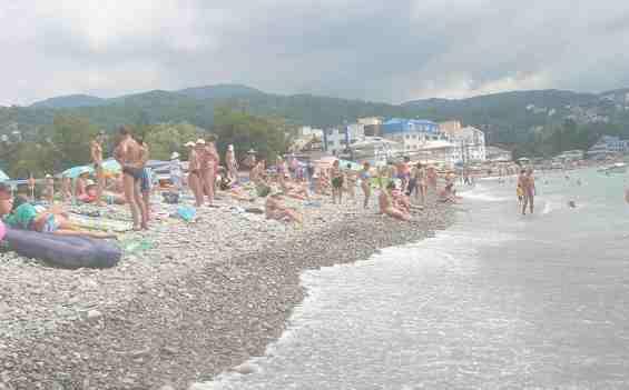 Галечный пляж в посёлке Лазаревское
