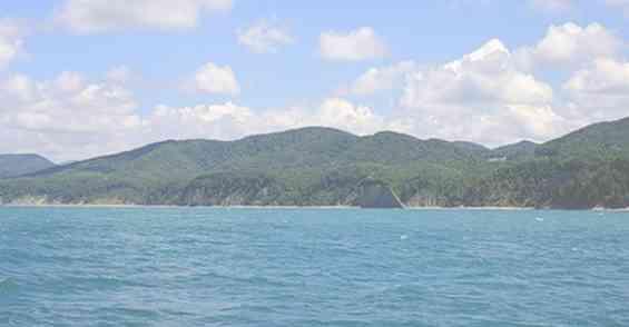 Вид с Чёрного моря на курорт Туапсе