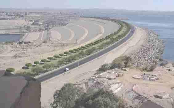 Дамба водохранилище на реке Нил