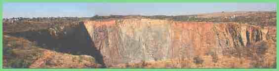 Знаменитая шахта добычи алмазов в Куллинан