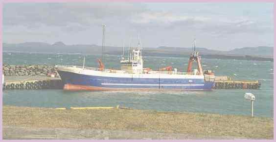 Морское судно в окрестностях города Кеблавик