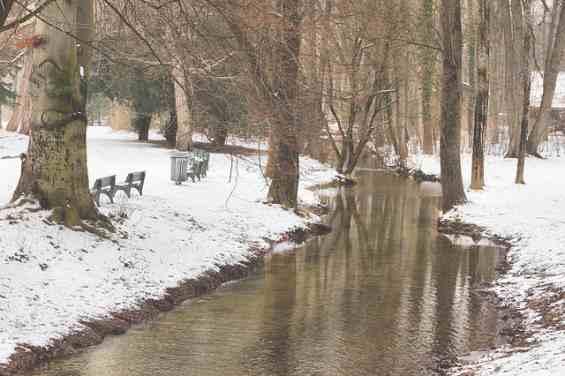 Английский парк города Мюнхен зимой