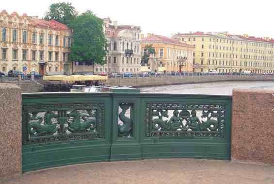 Невский проспект. Фрагмент Аничкова моста через реку Фонтанка