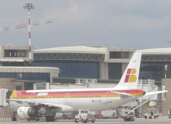 Самолёт в испанском аэропорту