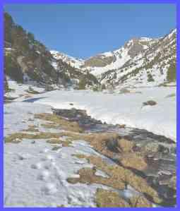 Андорра. Снег в горном массиве Пиренеи